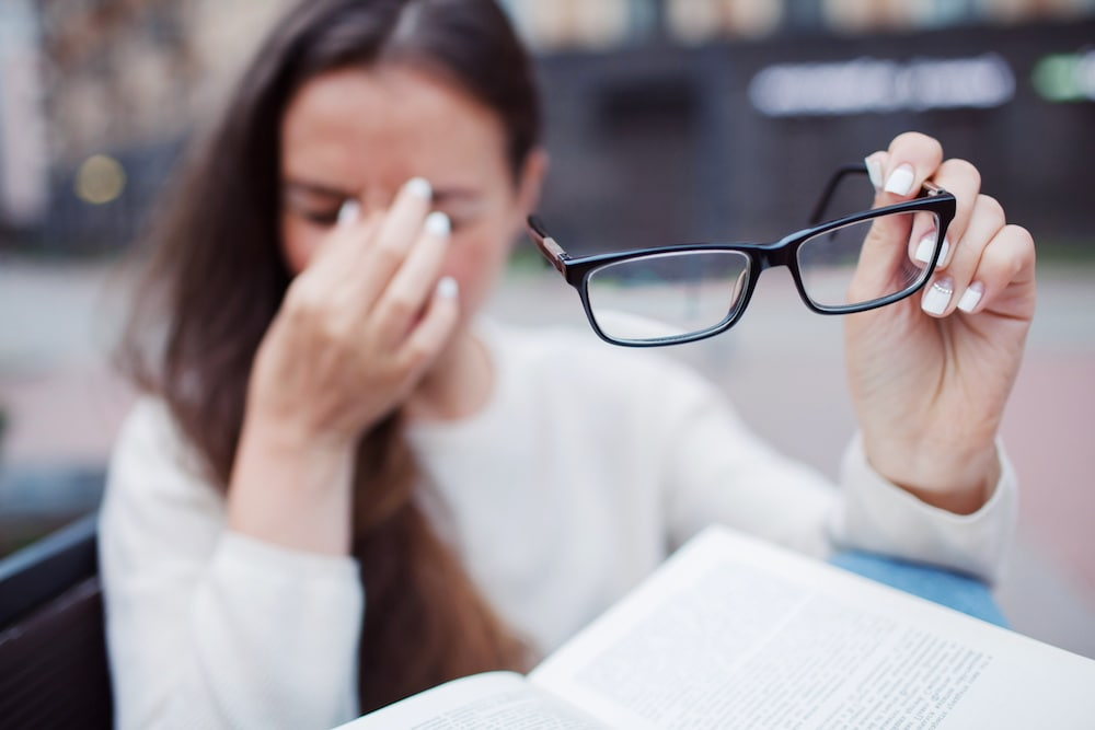 Do Reading Glasses Damage Your Eyes?
